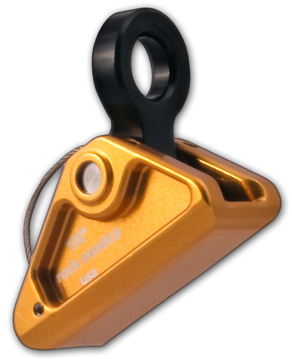 The rockGrab 90° is an advanced design over the traditional rope grab/adjuster.  Featuring a 90° connection point, the grab excels on horizontal lines where it will properly orient with the D-ring on the harness.