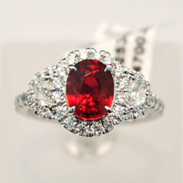 White Gold Ring set with Ruby and Diamonds
