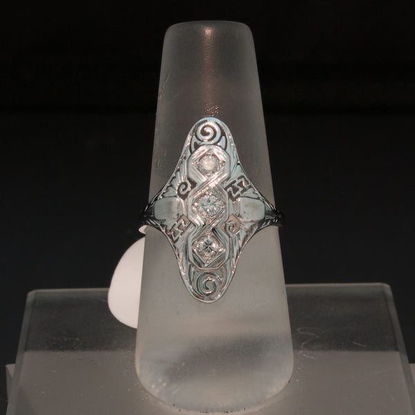 Vintage 18K White Gold Art Deco Diamond Ring