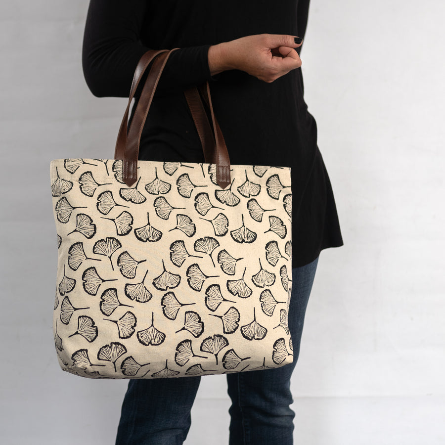Chaaya Tote in Black Gingko