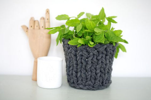 Knitted pot