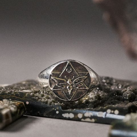 The Lunar Signet Ring Silver