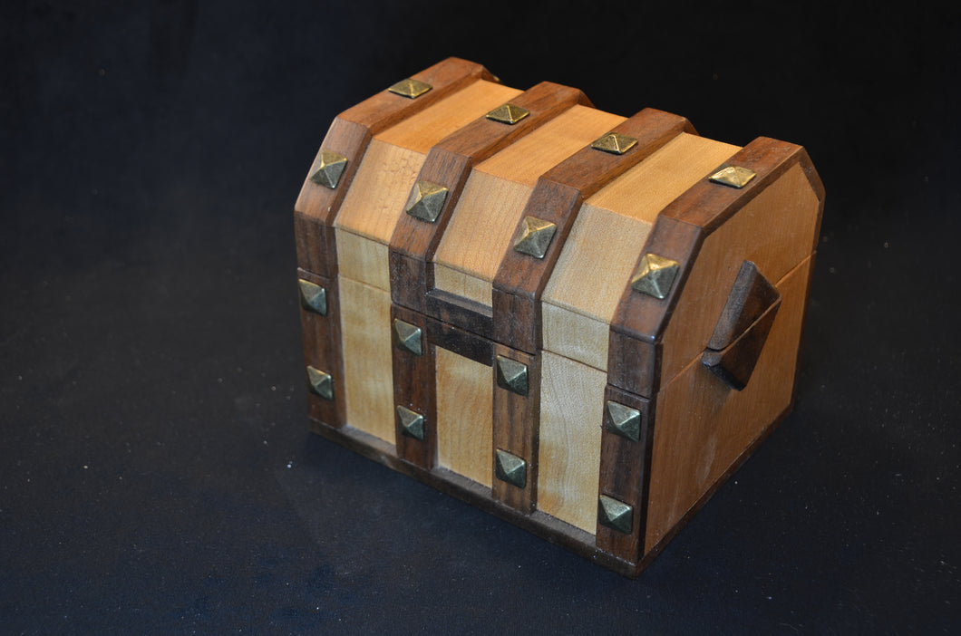 Keepsake treasure chest