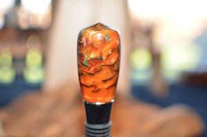 Bottle stopper with pinecone and resin
