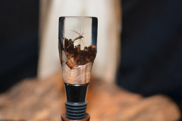 Bottle stopper with burl, resin and fly