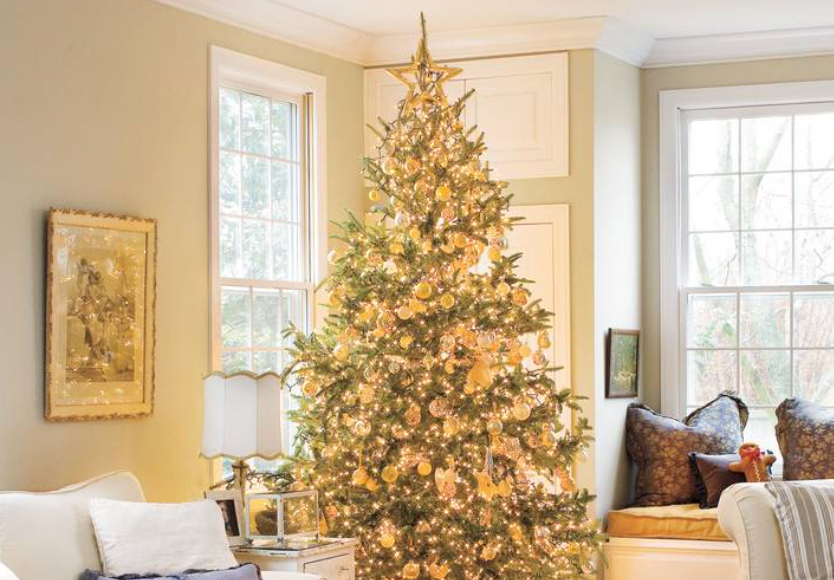 "There's nothing prettier than a fully lit and glowing tree. (<a href=""https://www.southernliving.com/food/holidays-occasions/vintage-christmas-decorations?slide=9476#9476"" target=""_blank"">Southern Living</a>/Laurey Glenn)"