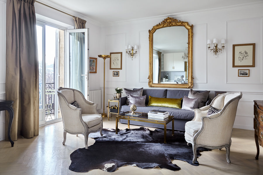 A touch of brown in the all white Cairanne apartment in Paris.  From @huffharrington (photo by Emily Followill)