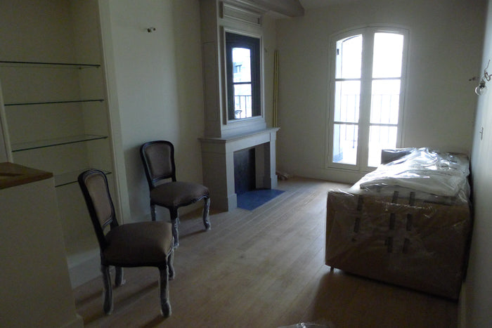 "Before:  The charming <a href=""http://www.parisperfect.com/apartments-for-rent-in-paris/monbazillac.php"" target=""_blank"">Monbazillac</a> needed some fluffing when we arrived."