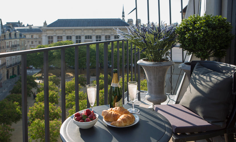 "Breakfast on the terrace of <a href=""http://www.parisperfect.com/apartments-for-rent-in-paris/monbazillac.php"" target=""_blank"">Monbazillac!</a>"
