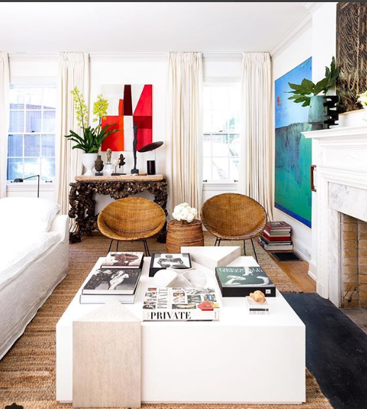 See how he has paired a crunchy console with statement art and mixed it with modern furniture.