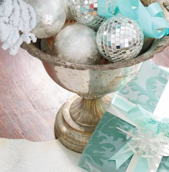 We love sticking to a glittery palette and then adding an unexpected hue to complement the sparkle.  (Southern Living/Monica Buck.)