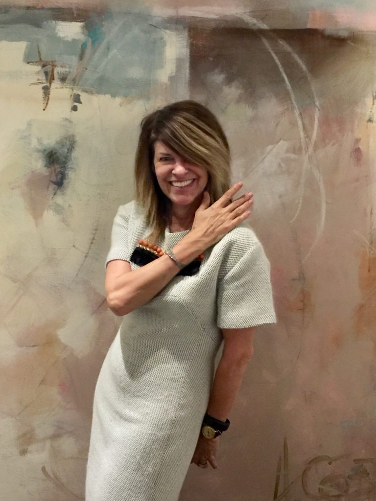 Always fashionable, Linda strikes a pose in front of an Andrea Costa abstract.