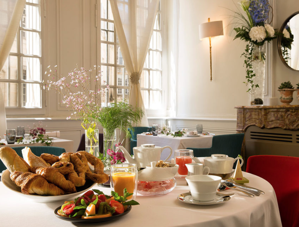 "Petit déjeuner at the gorgeous <a href=""http://www.lamaisonduzes.fr/de/an-exceptional-place/"" target=""_blank"">Maison d'Uzes</a>."