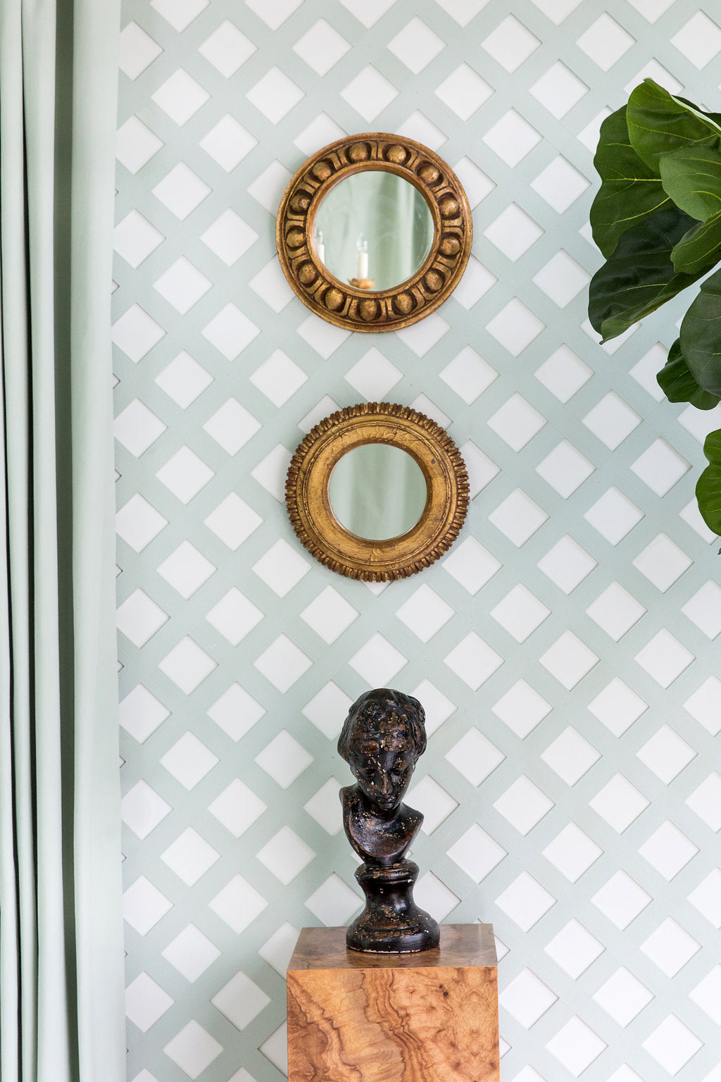 We love the simplicity of this vignette, and the beauty of the juxtaposition against the pretty trellis background.