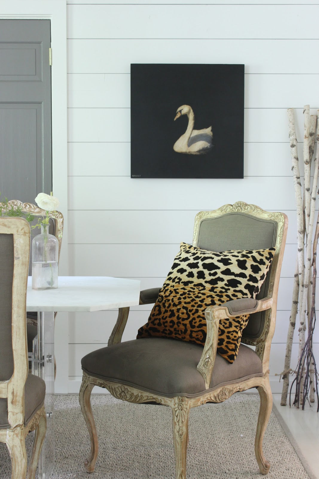 """Our friend Sherry Hart from <a href=""""http://designindulgence.blogspot.com/"""" target=""""_blank"""">Design Indulgence</a> makes a moody and elegant Dawne Raulet pop in her dining room."""