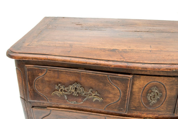 18th century french walnut commode huff harrington for Grande commode