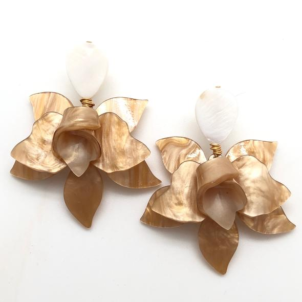 Shiver and Duke Lily Earrings in Beige