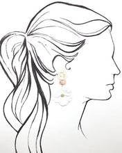 Load image into Gallery viewer, Shiver and Duke Daisy Earrings