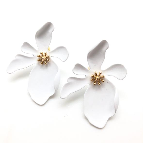 Shiver and Duke Dogwood Studs in White
