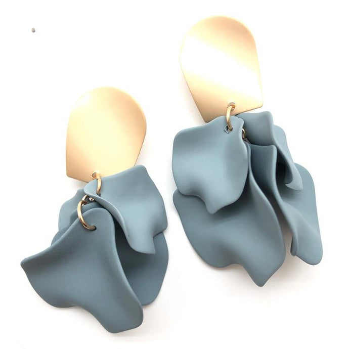 Shiver and Duke Remy Earrings in Grey