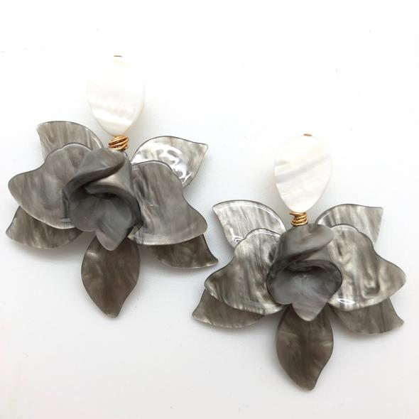 Shiver and Duke Lily Earrings in Grey