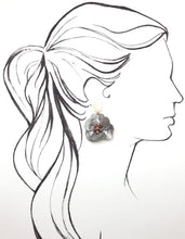 Load image into Gallery viewer, Shiver and Duke Molly Earrings in Grey