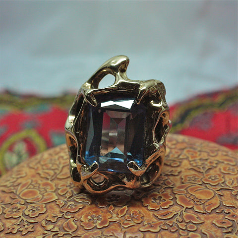 circa 1970 heavy handmade 14k gold Brutalistic style ring with color changing synthetic Alexandrite