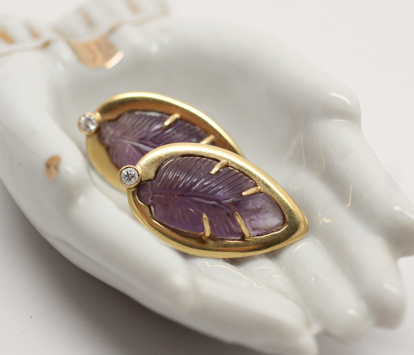 18K 'Scavia' carved amethyst earrings