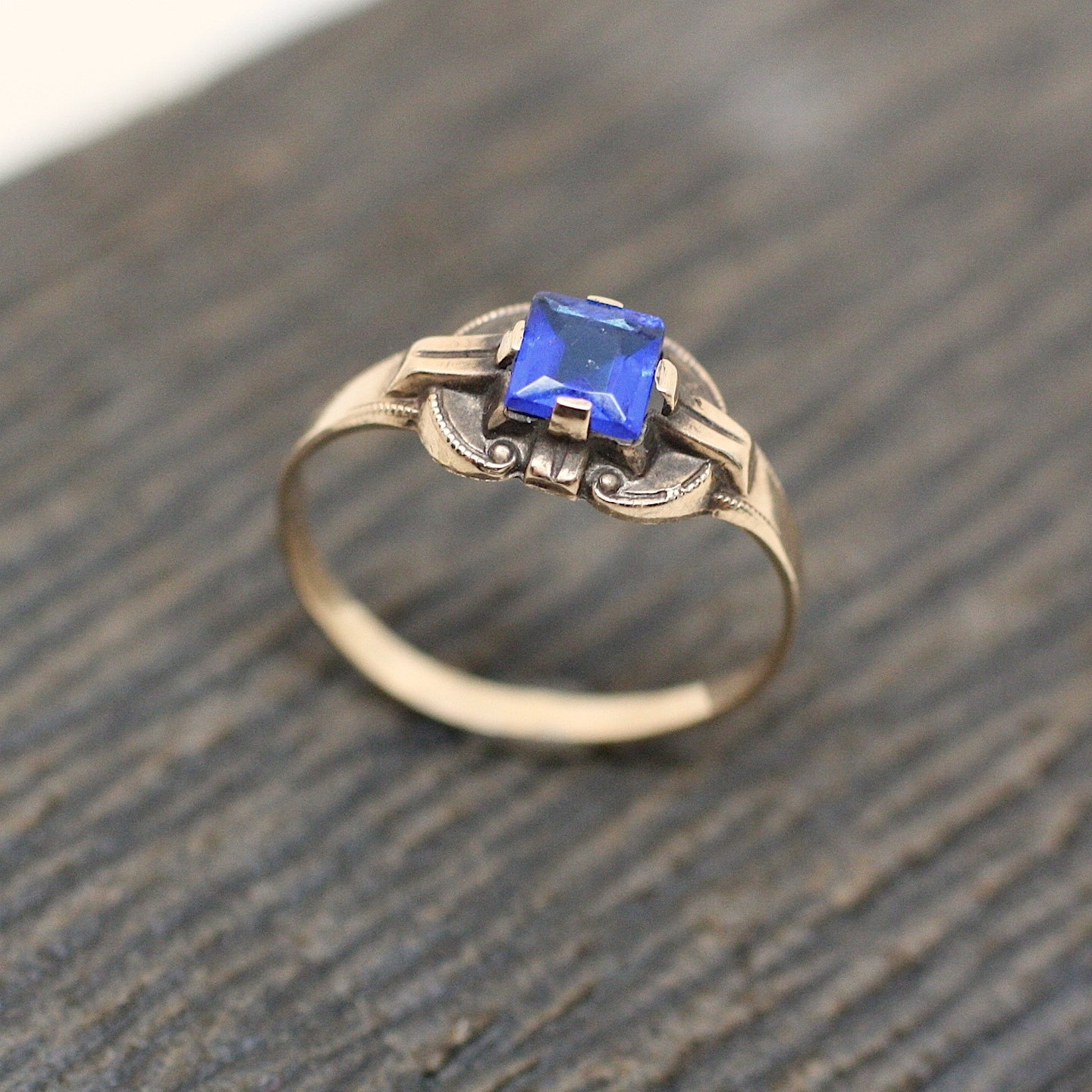1930's Deco 10K Blue Glass Ring