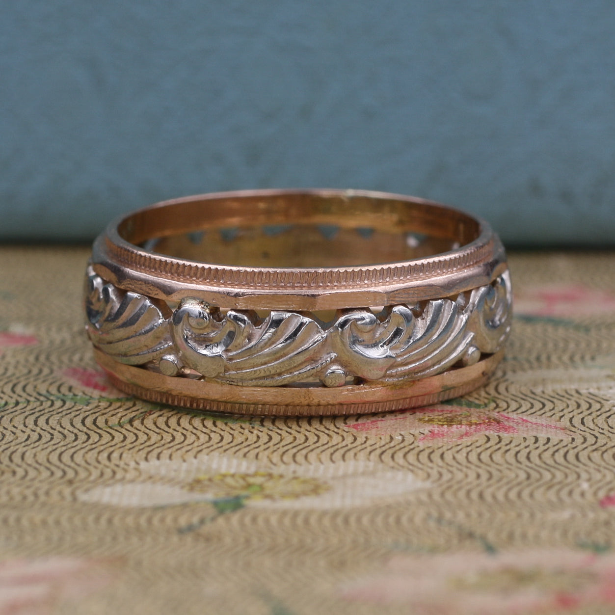 Retro Rose and White Gold Carved Band