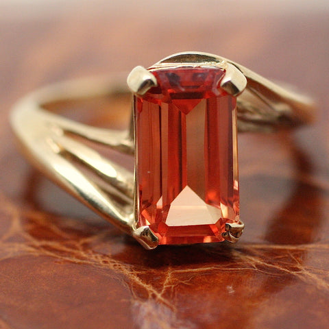 Circa 1970 Synthetic Corundum 10K Ring