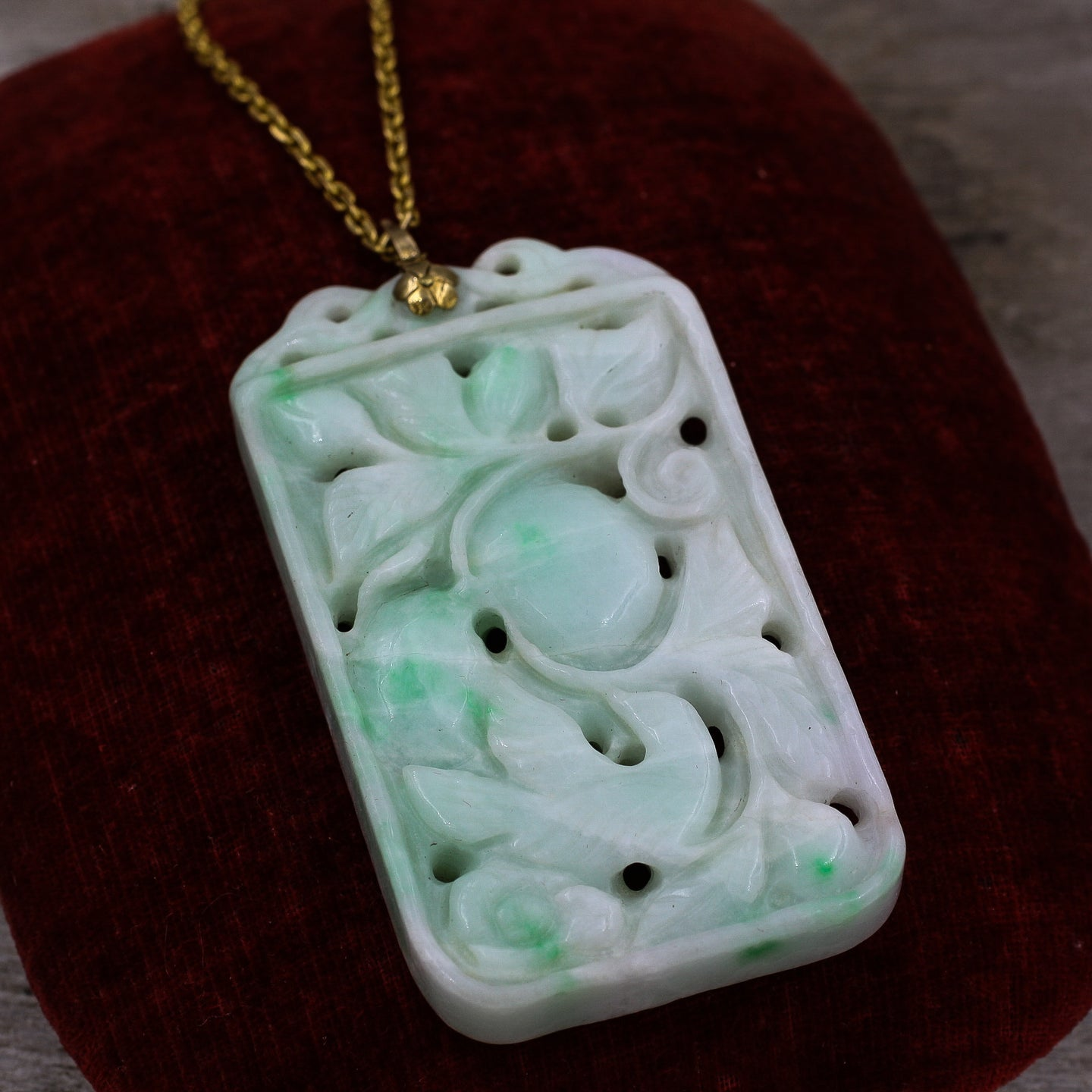 jade goldfilled chain necklace vintage elephant carved lovely pendant