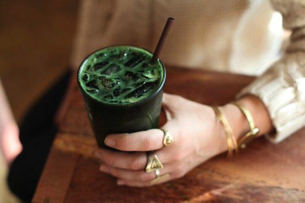 WHAT IS DETOX CHLOROPHYLL WATER & WHY IS EVERYONE SIPPING IT?