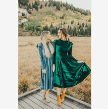 Load image into Gallery viewer, Mother Daughter Long Sleeve Velvet Matching Dress (4370149146764)