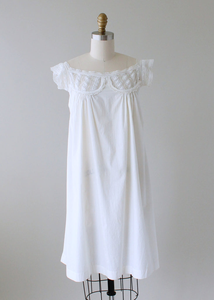 72422c465cd FREE shipping on US orders over  200 (some exceptions apply). Home    Products   Vintage 1910s White Cotton and Lace Summer Dress