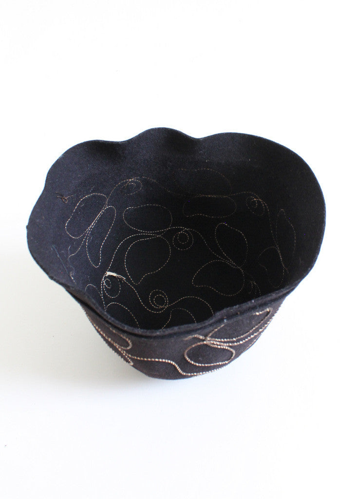 Vintage 1920s Floral Vines Black Cloche Hat