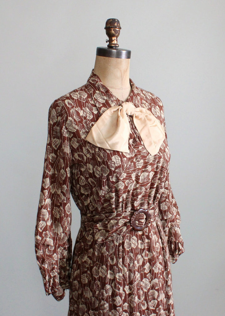 Vintage 1930s Art Deco Leaf Print Day Dress