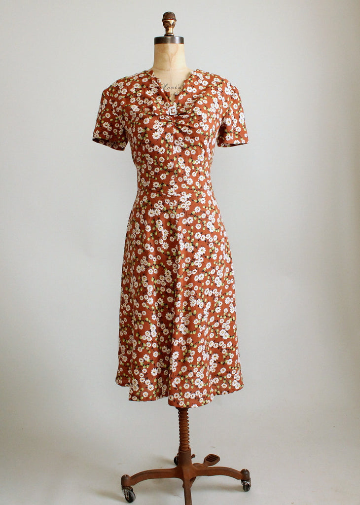 Vintage 1940s Daisy Print Floral Cotton Day Dress