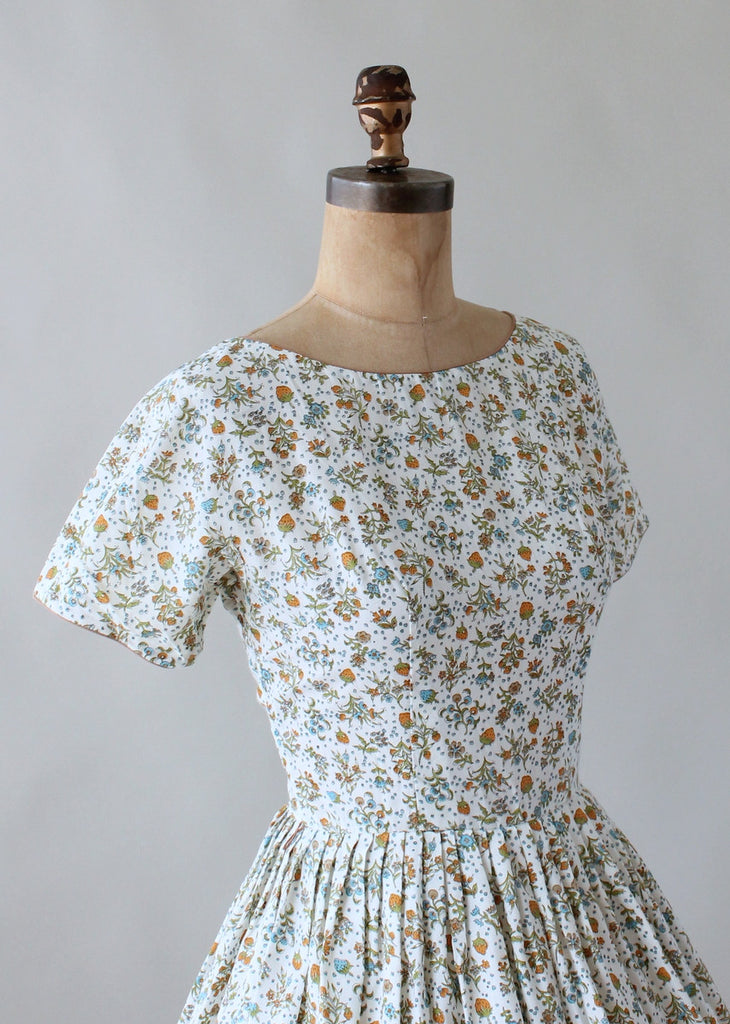 Vintage 1960s Fruit and Flowers Novelty Print Day Dress