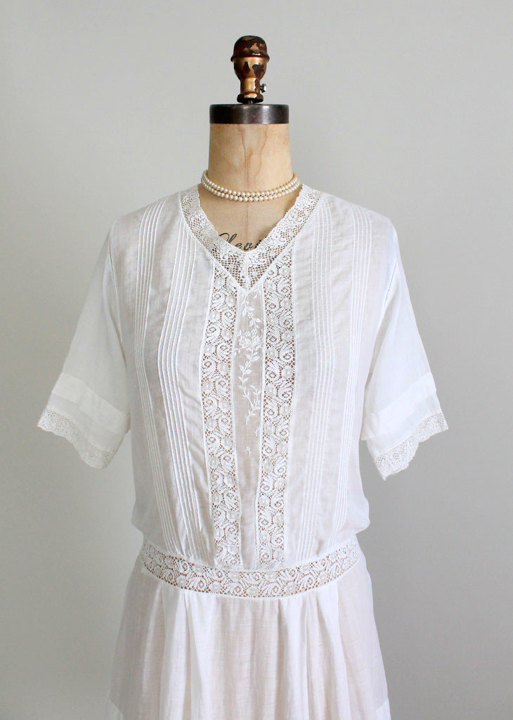 1910s cotton and lace dress. Size medium.