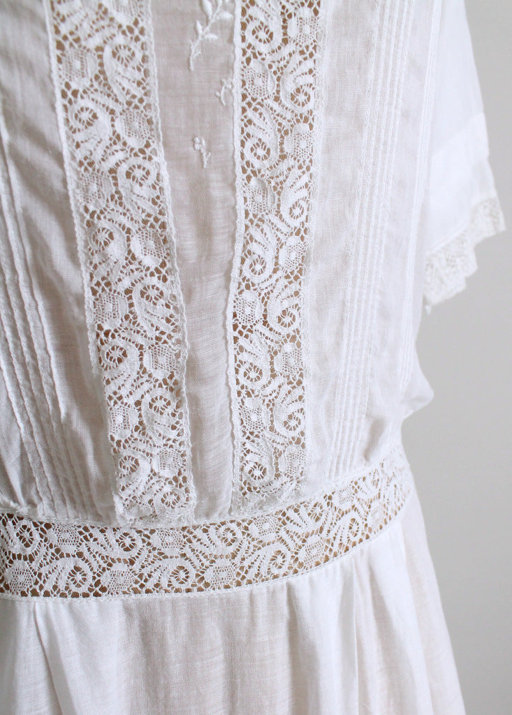Vintage Edwardian cotton and lace dress.  Size medium.