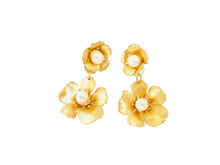 Load image into Gallery viewer, The Pink Reef small double golden flower with pearl