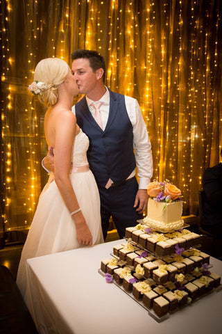 Dello Mano Wedding Cake Couple