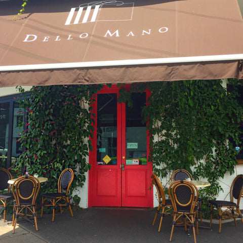Dello Mano Brownie Cafe situated in Teneriffe Brisbane. Buy brownies here 7 days per week