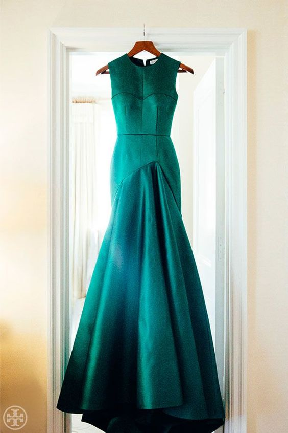 Vibrant Green Tory Burch Gown | Noa Griffel Photography | Jewel Tone Wedding Theme { 17 ideas to Use Jewel Tones } http://www.itakeyou.co.uk/wedding/jewel-tone-wedding-theme #jeweltone #wedding #fallwedding: