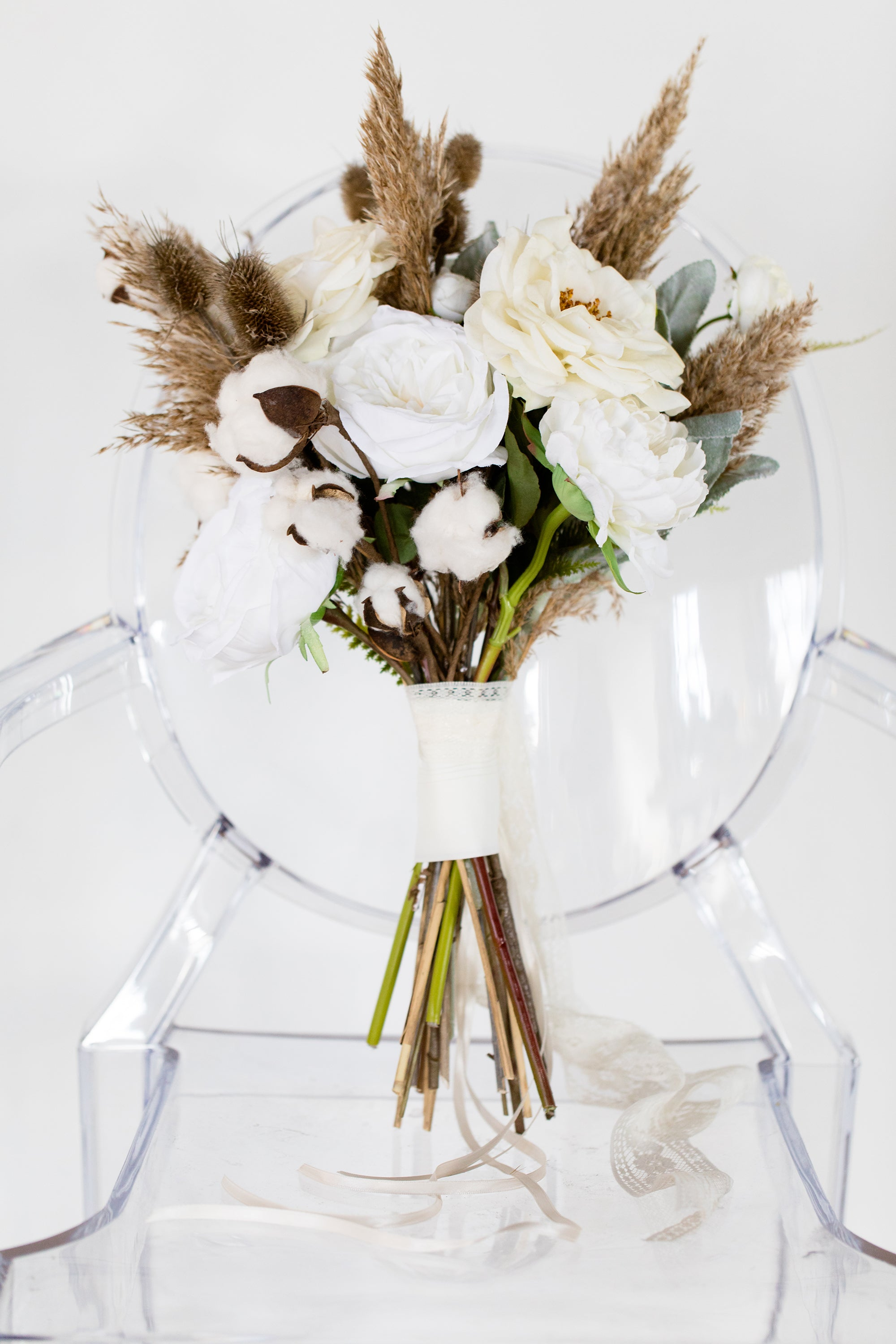white wedding bouquet  for a winter wedding