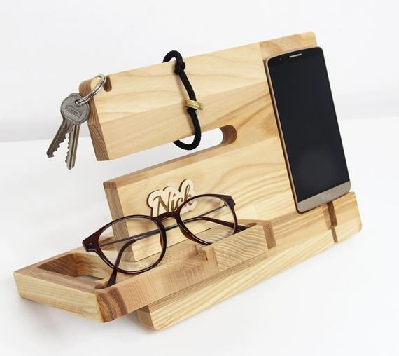 PERSONALIZED doking station for men, Charging station organizer, Wood charging dock birthday gift for dad, Father day gift, Gift for him by PromiDesign