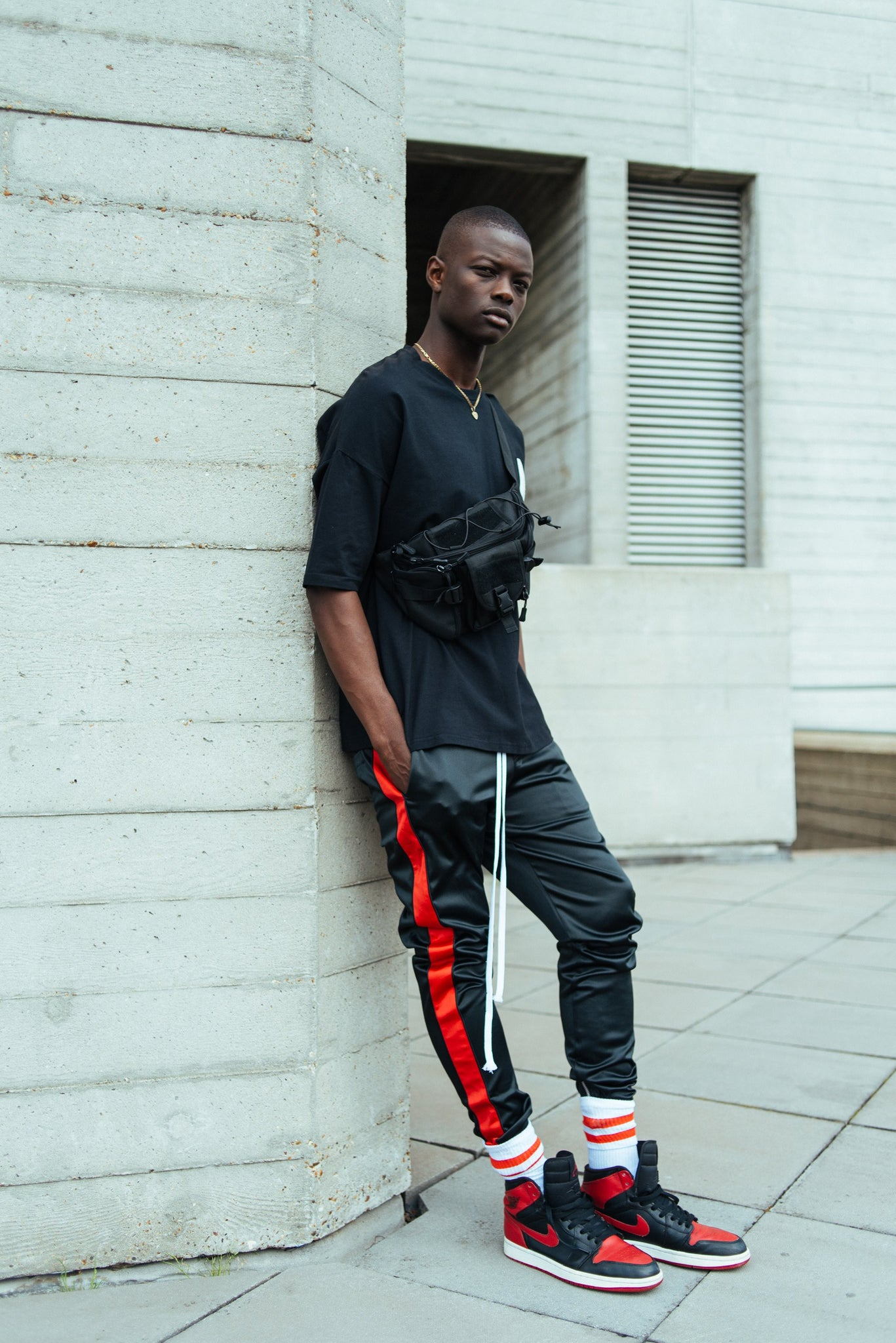 RESORT SATIN ZIP JOGGER BLACK/RED
