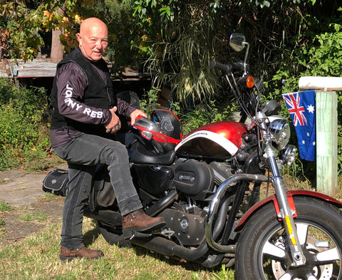 Angry Anderson wears Johnny Reb