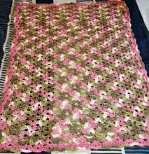 "Load image into Gallery viewer, Pink Camo Baby Blanket 24""x30"""